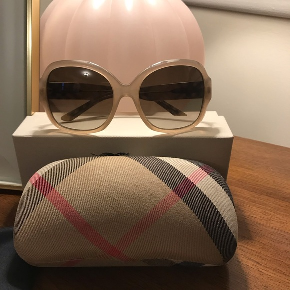 6e33900e0a24 Burberry Accessories - Burberry Oversized Plaid Arm Sunglasses